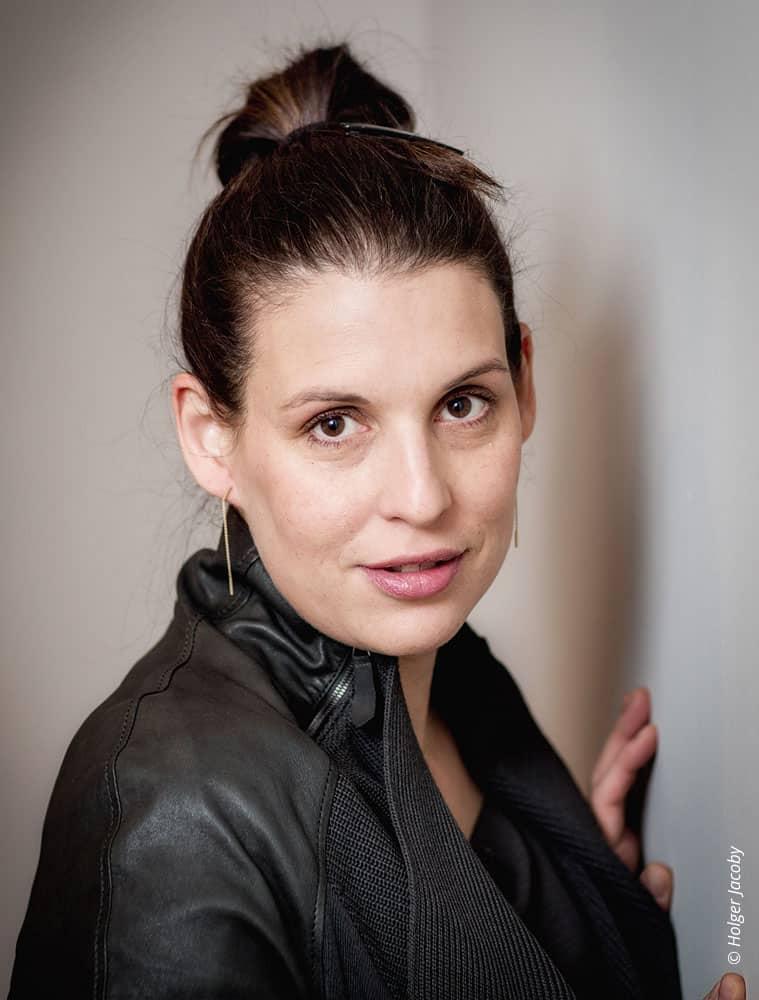 Künstler Portrait Schauspielerin Elena Uhlig