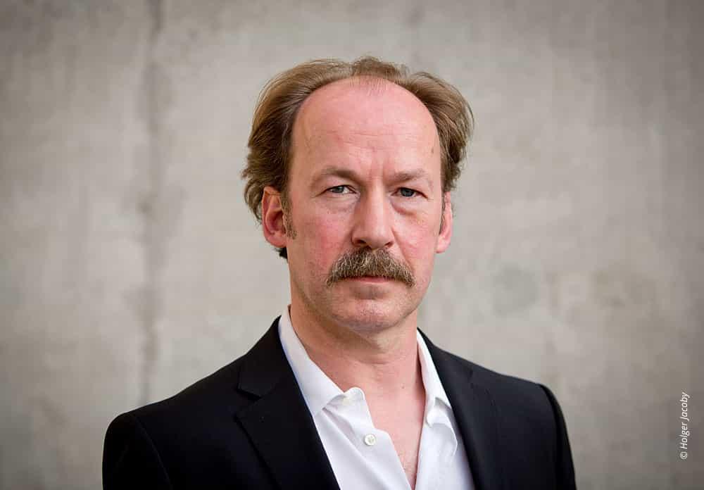 Künstler Portrait des Schauspielers Ulrich Noethen (43)