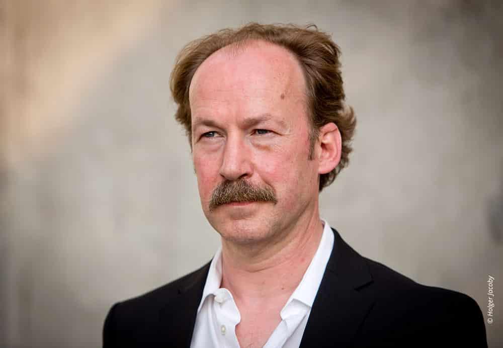 Künstler Portrait des Schauspielers Ulrich Noethen (59)
