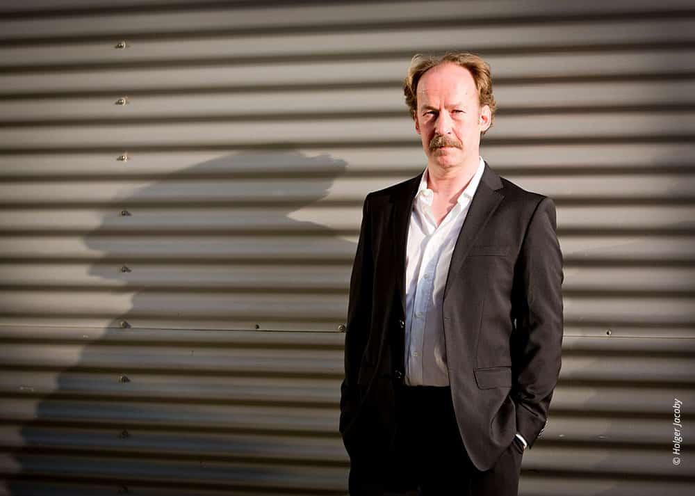 Künstler Portrait des Schauspielers Ulrich Noethen (73)